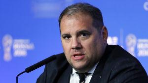 Victor Montagliani talar på en presskonferens.