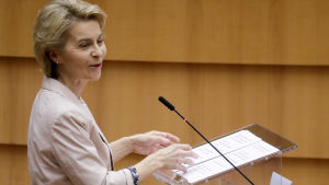 Ursula von der Leyen i Bryssel den 8 juli 2020.