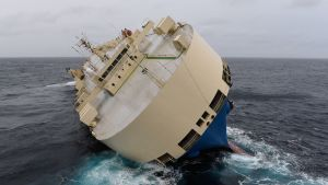 Fraktfartyget Modern Express driver i Biskayabukten, Frankrike 28.1.2016