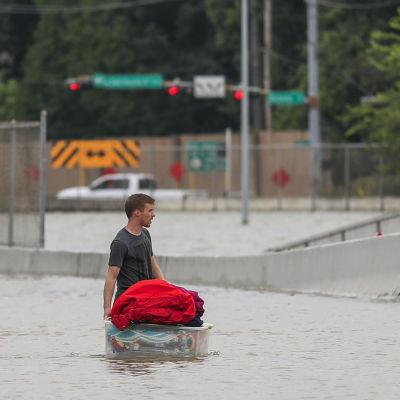 Vattentäckta vägar i Houstonområdet.