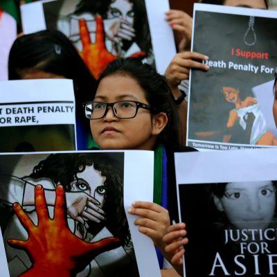 En demonstration för strängare straff för våldtäkter i Bangalore den 18 april.