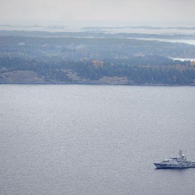 Militär operation på svenskt vatten.