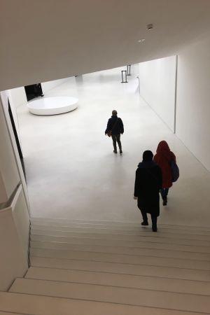 Ingång till konstmuseum Amos Rex i Helsingfors