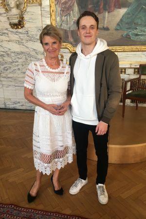 Skådespelaren Stina Ekblad med sin son Adrian Dolata.