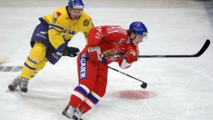 Sveriges Mathias Thjärnqvist och Tjeckiens David Kveton i Globen 2011.