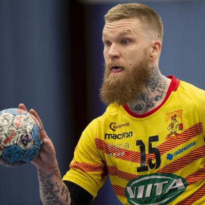 Teemu Tamminen i farten i den första handbollsfinalen 2019.