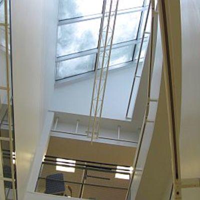 Wetterin ylimmät kerrokset saavat valoa kattoikkunoistaan