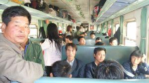 Fullsatt tåg i Kina.