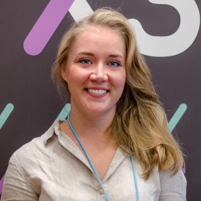 Marissa Gripenberg framför X3M:väggen