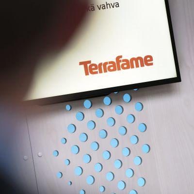 Terrafamen logo näkyy ruudulla.