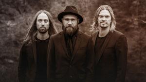 SuomiLOVEn 10. singlen kansi, jossa on Von Hertzen Brothers.