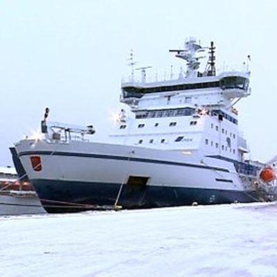 Jäänmurtaja Kontio Oulun satamassa