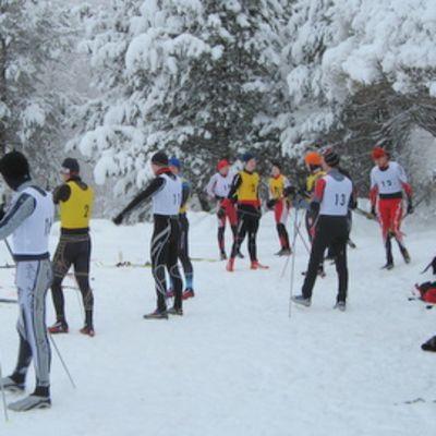 Maakuntaviestin hiihtäjiä Valtimolla loppiaisena 2011.