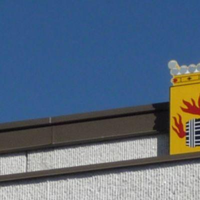 Vaakuna Kokkolan kaupungintalaon katolla.