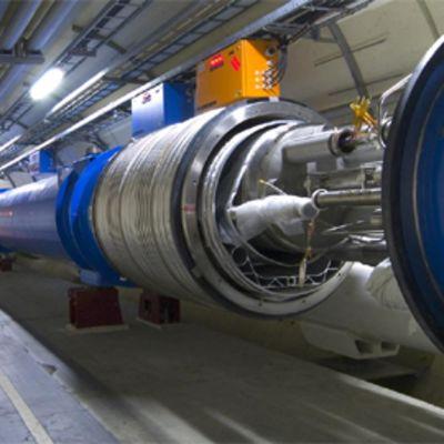 LHC-hiukkaskiihdytin Cernissä Sveitsissä