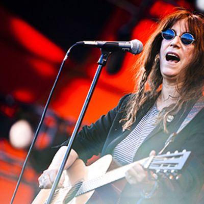 Patti Smith esiintymässä Roskilden festivaaleilla.