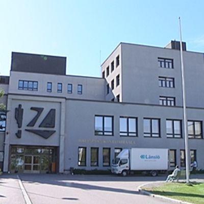 Tampereen Hatanpään sairaalan pääsisäänkäynti