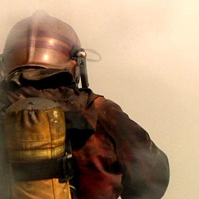 Palomies savusukellusvarusteissa.
