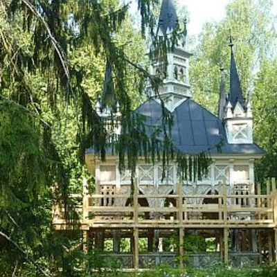 Aulangon Metsälammen rannalla oleva paviljonki ränsistyi ennen keväällä 2010 alkanutta kunnostusta