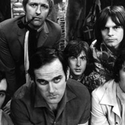 Terry Jones, Graham Chapman, John Cleese, Eric Idle, Terry Gilliam ja Michael Palin.