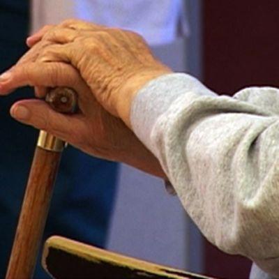 Vanhuksen kädet