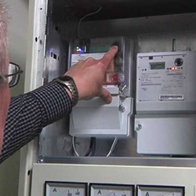 Etäluettavien sähkömittareiden asennuksen pitäisi olla valmis vuoden 2013 loppuun mennessä.