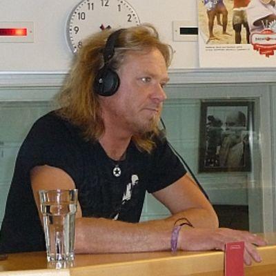 Laulaja-lauluntekijä Jussi Hakulinen