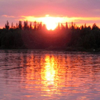 Auringonlaskun aikaan Oulujärvellä.