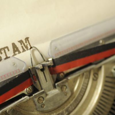 Testamenttia kirjoitetaan vanhalla kirjoituskoneella