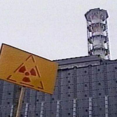 Tshernobylin voimala ja säteilyvaaran merkki
