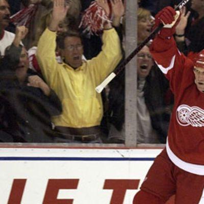 Brett Hull nimettiin jääkiekon Hall of Fameen.