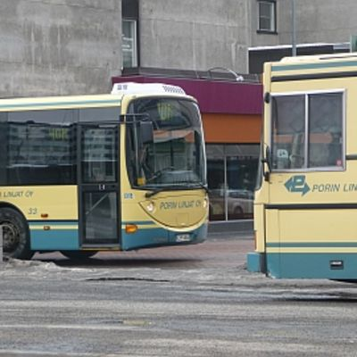 Porin linjojen busseja.