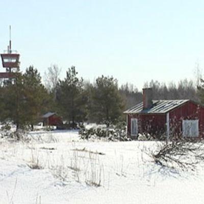 Talvikuva Vattajalta, taustalla Puolustusvoimien vartiotorni.