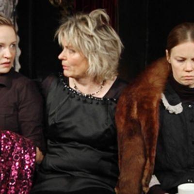 Nelly Hristova (vas.), Pirkko Hämäläinen ja Saija Lentonen