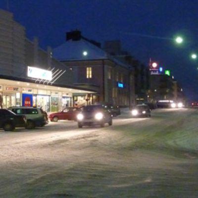 Autoja Tornion Hallituskadulla