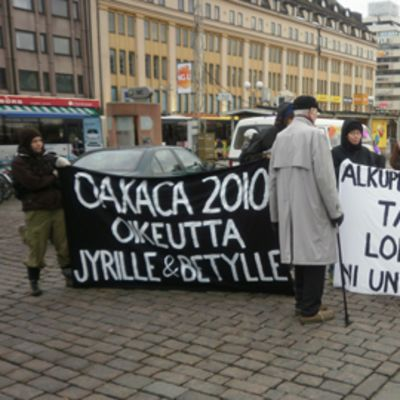 Marchers in Turku honoured the slain activists in 2010.
