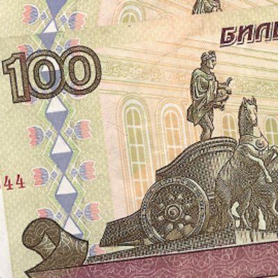 Kaksi sadan ruplan seteliä.