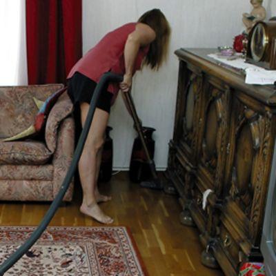 Verotuksessa kotitalousvähennystä saa esimerkiksi kotitöitä varten palkatusta työvoimasta..