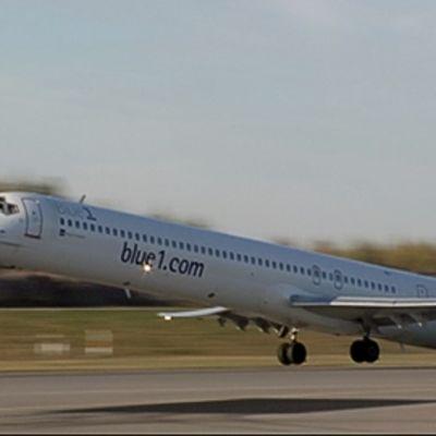 Blue1 -yhtiön kone nousee