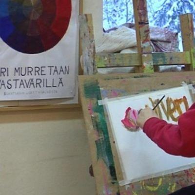 Kuusamo-opistossa on järjestetty pitkään muun muassa taideopetusta.