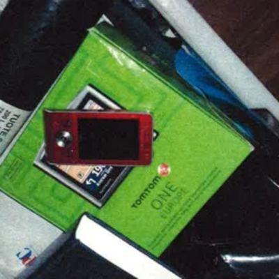 Punainen matkapuhelin.