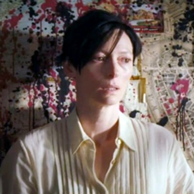 Tilda Swinton elokuvassa We Need to Talk About Kevin.