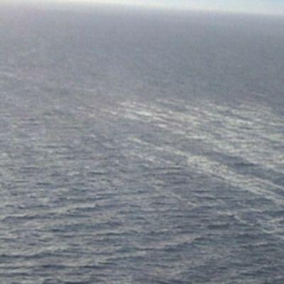 Ruotsista mereen päässeen mäntyöljylautan liikkumista tarkkaillaan.