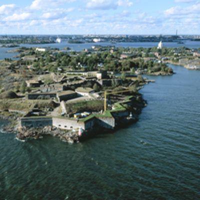 Suomenlinna ilmasta nähtynä.