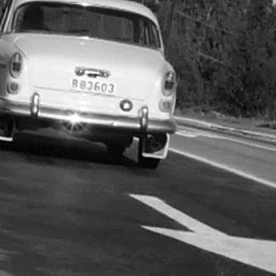 Autoja maantiellä