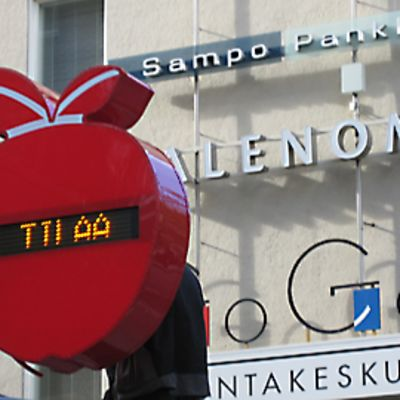 Tampereen Hämeenkatu 7:n Omenahotelli.