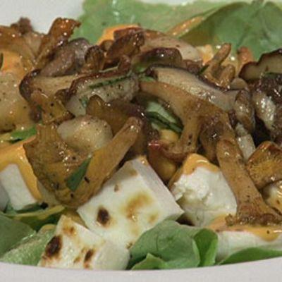 Syksyinen salaatti sienistä