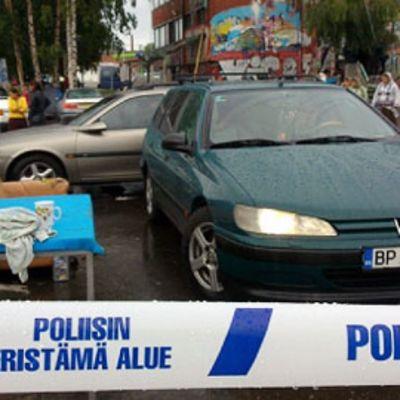 Poliisi tyhjentää Kalasataman romanileiriä Helsingissä.