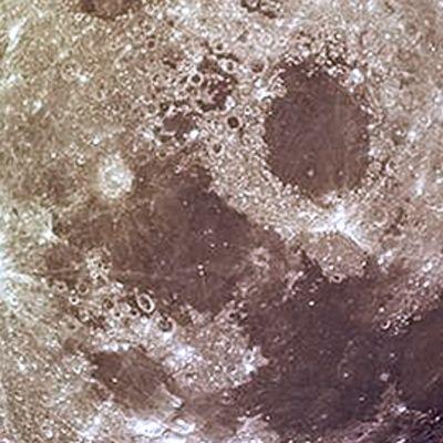 Kuun pintaa.