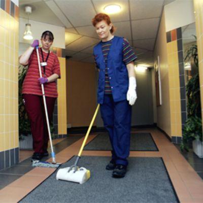 Siivoojia työssään
